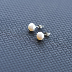 DODOBEL WOMAN珍珠简约耳钉(白色)
